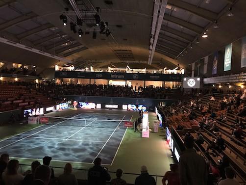 från anrik tennishall till fartfylld turnering