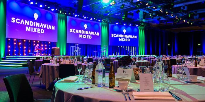 Event 11 Hybrid Event Arena förvandlades till en festlig middagslokal för golftävlingen Scandinavian Mixed