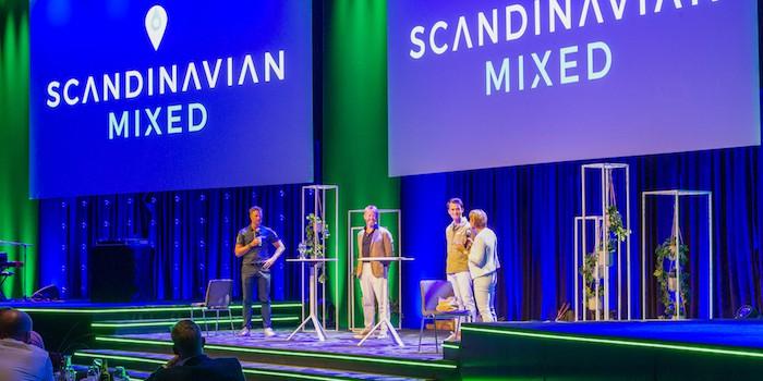 Eventfolk 3 Hybrid Event Arena förvandlades till en festlig middagslokal för golftävlingen Scandinavian Mixed