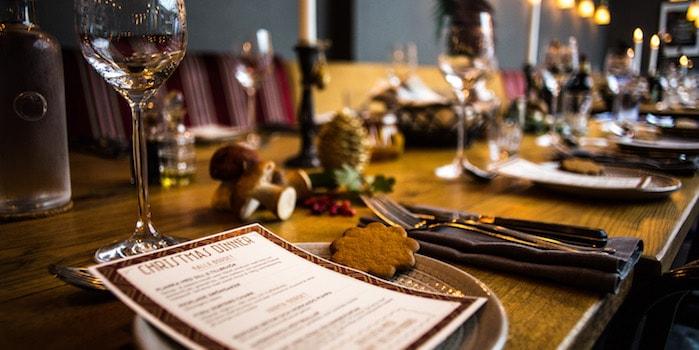 The whole table is ready 1 of 1 Möten och mat i kreativ miljö