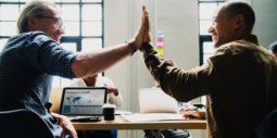 5 tips: Så blir du omtyckt av kollegorna
